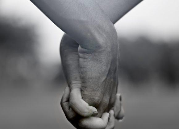 An Gottes Hand erfahren wir Freude & Frieden